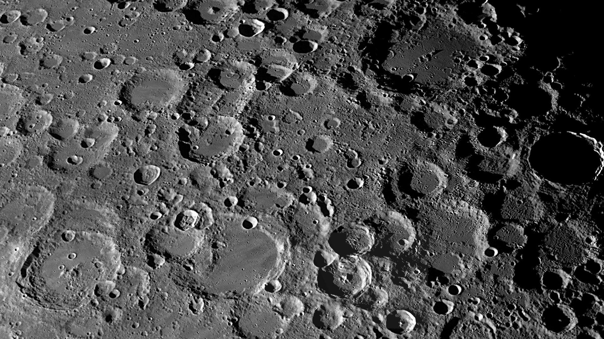 Искусственный интеллект обнаружил 6000 новых кратеров на поверхности Луны